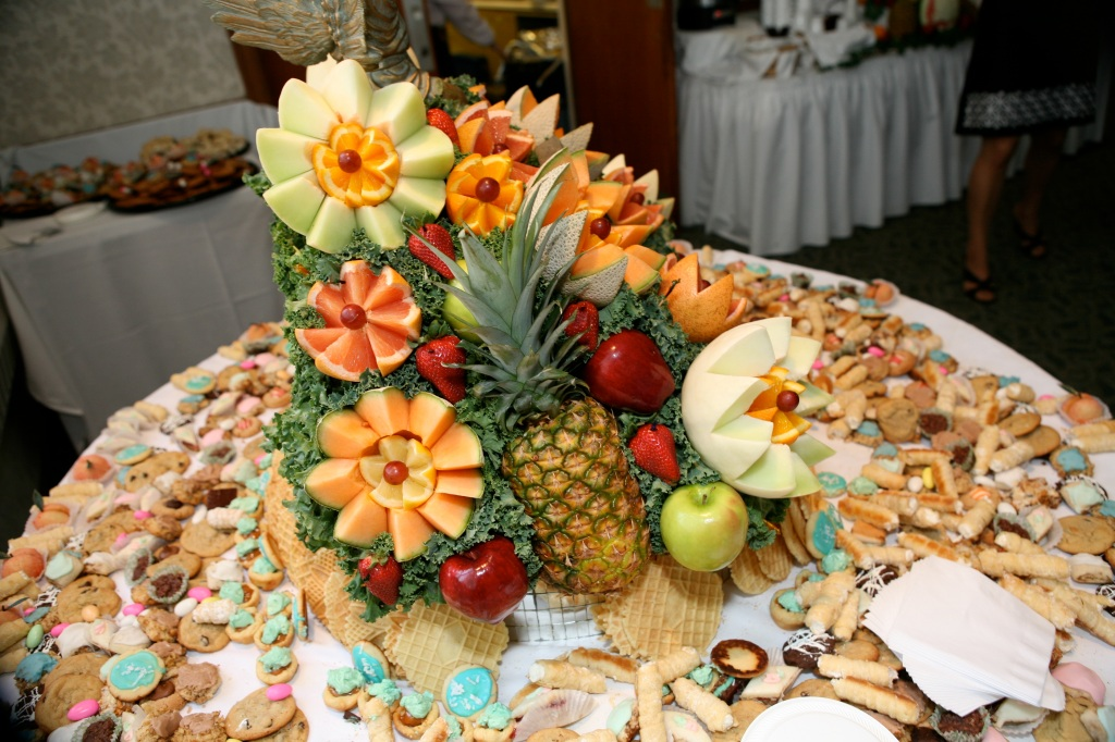 Cookie-Table-Pittsburgh-Wedding-Fruit-Centerpieces