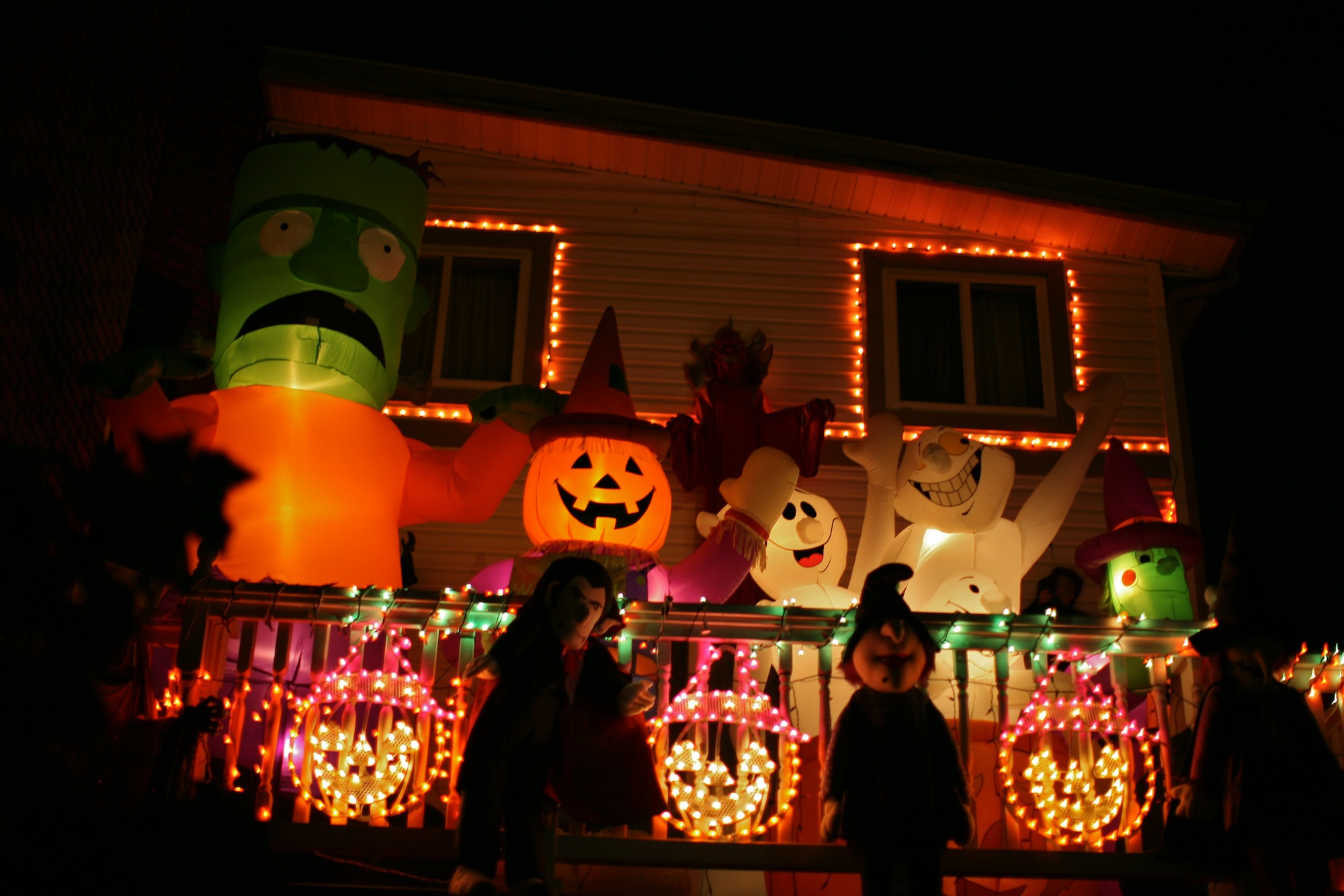 Outdoor inflatable halloween decorations - Halloween House