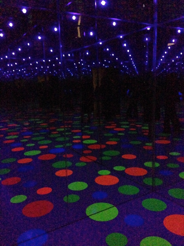 infinity dots mirrored room