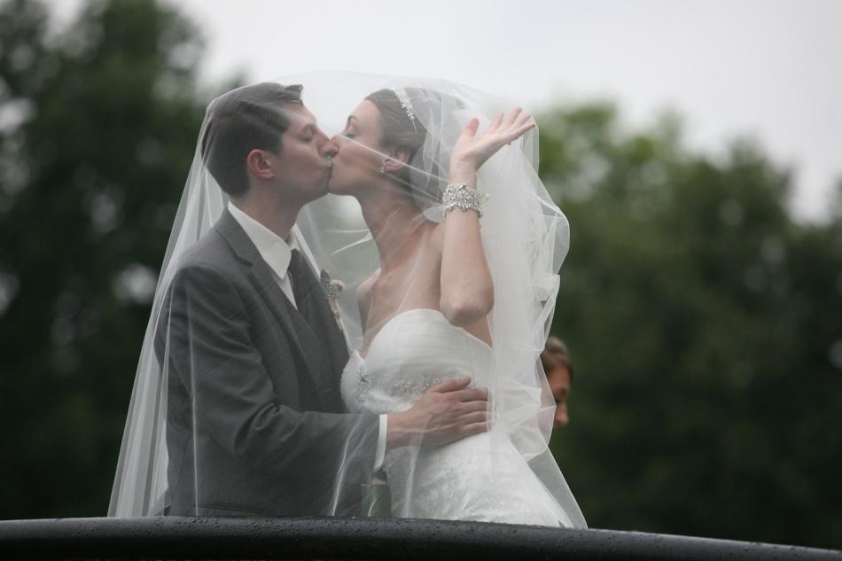 kiss on bridge