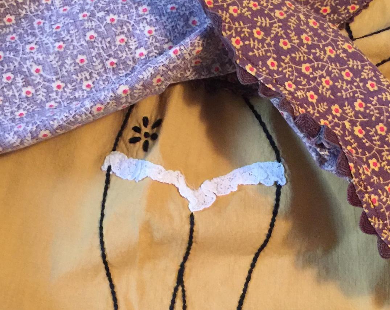 Vintage_Apron_Close-Up